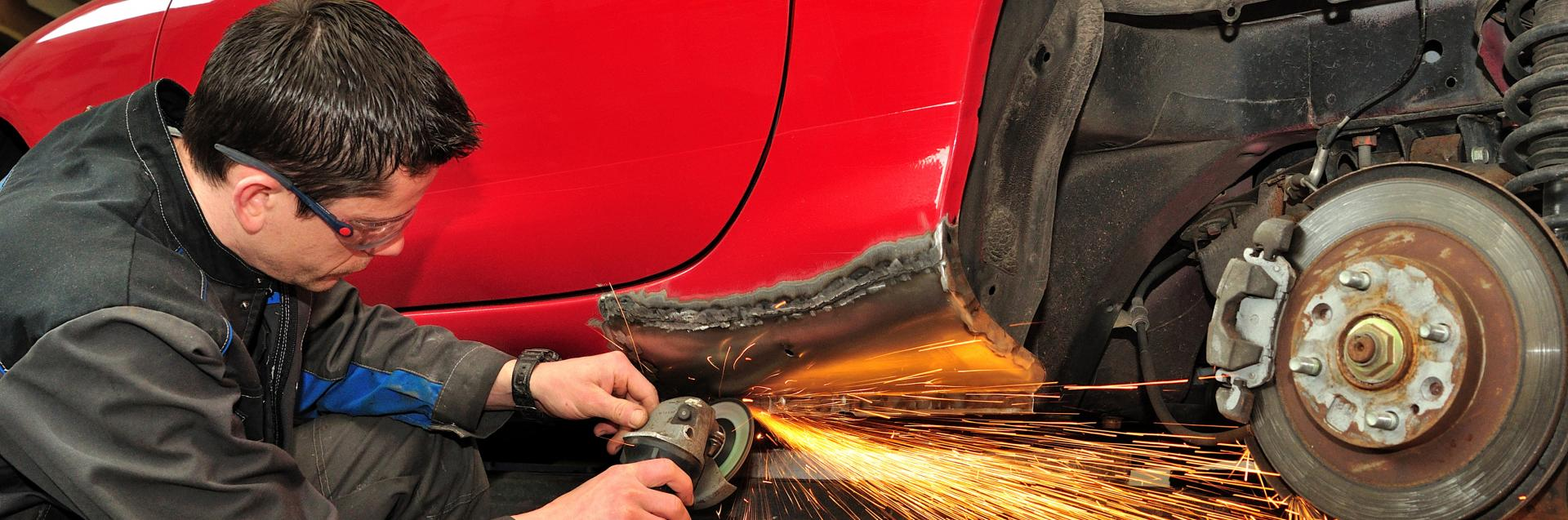 <h2 style='color:#FFFFFF !important;                                              '>Auto Body Work</h2>                                             <span class='slideDesc'>Learn more about our Auto Body Repairs</span>